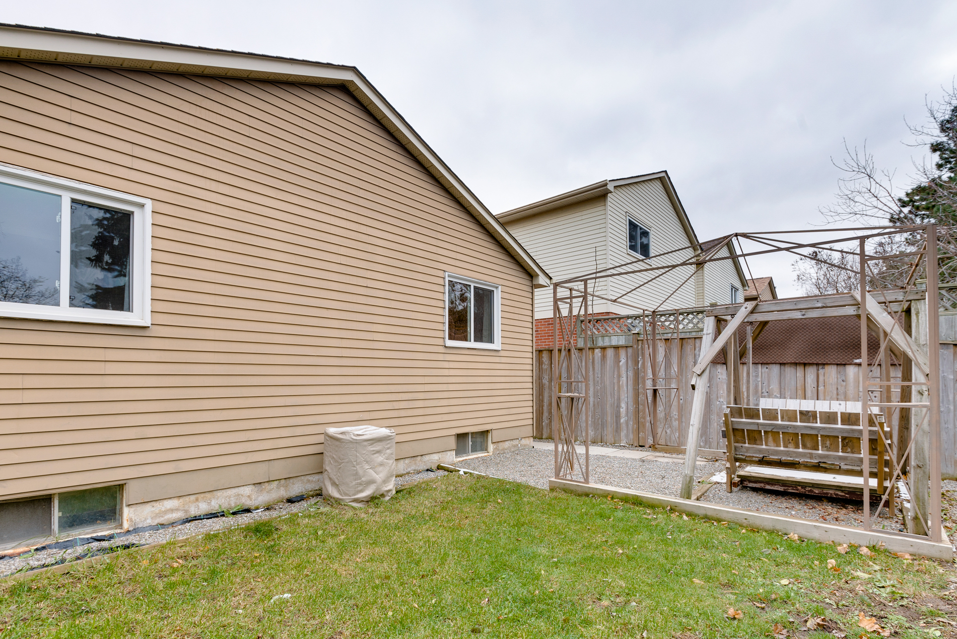 372 Woodlawn Cres 1